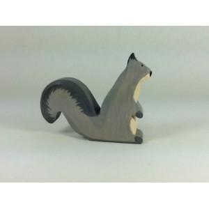 Écureuil gris aux aguets